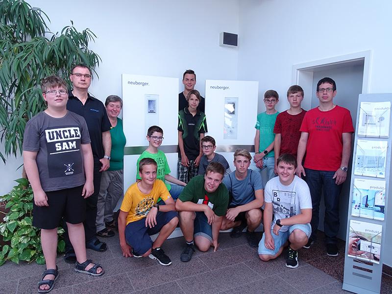 Lötkursteilnehmer bei der Firma Neuberger in Rothenburg ob der Tauber