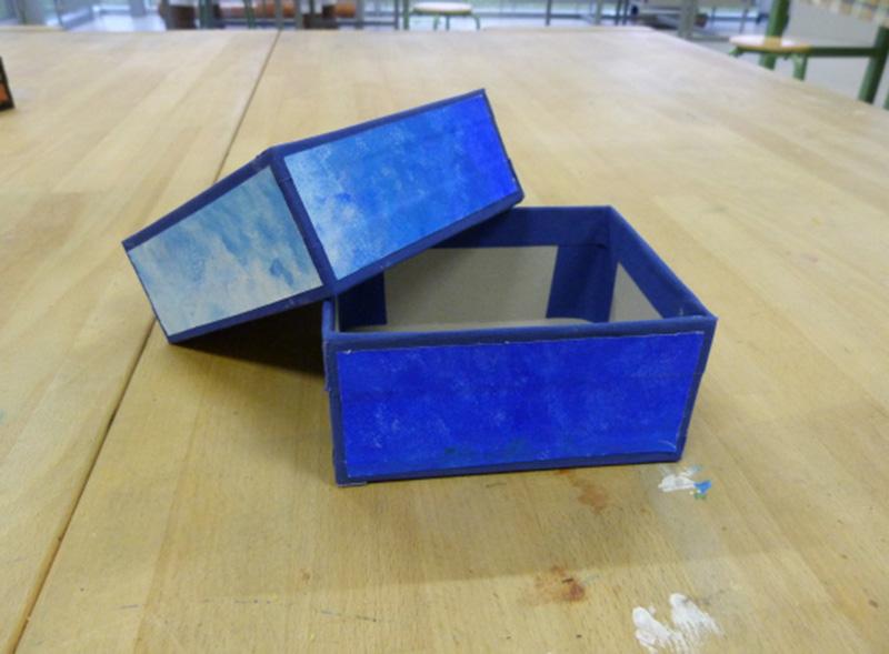 Papierboxen bestaltet im Fach Werken